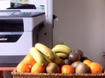Manger des fruits au bureau, bon pour la santé et la vie d'équipe
